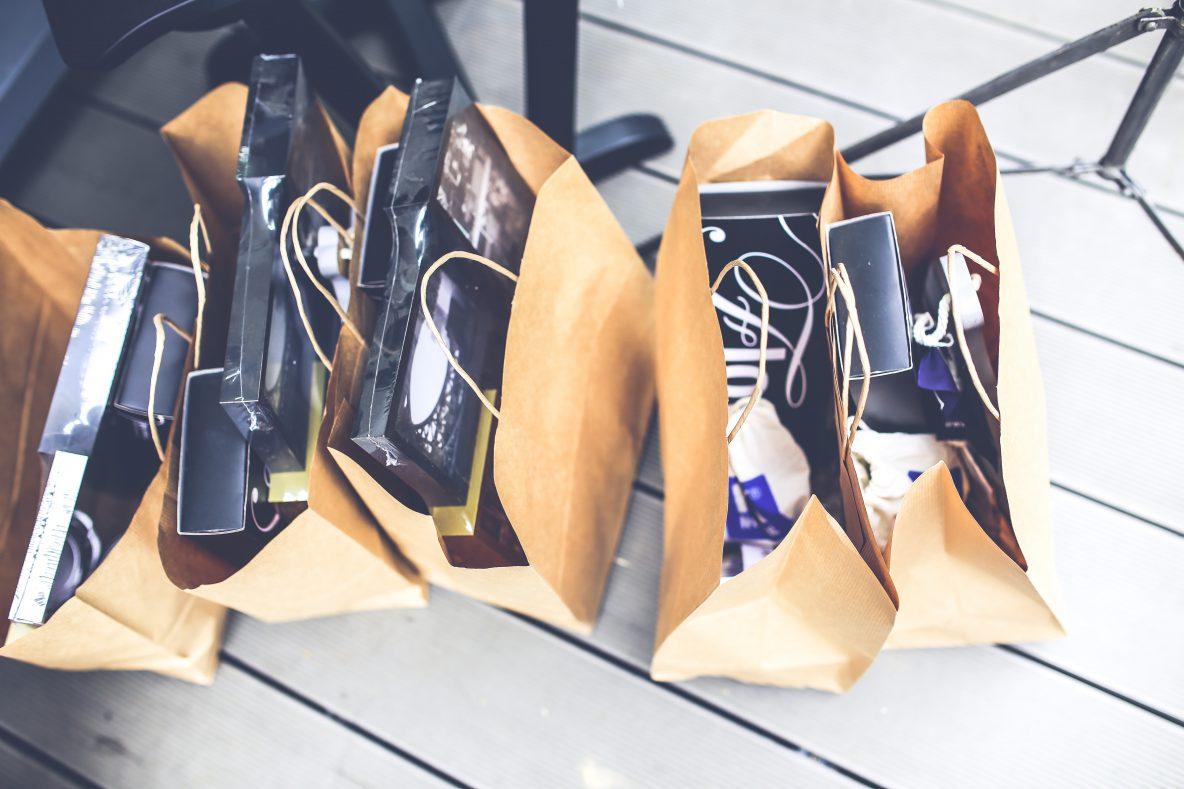 e-commerce store vs brick and mortar